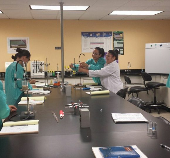 Grado Asociado en Tecnología Química